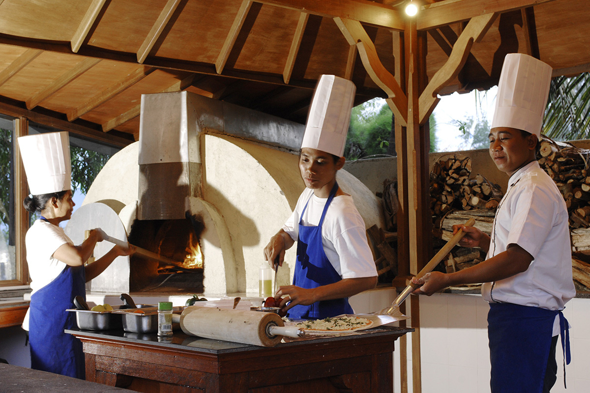 Wood-fired pizza at Villa Almarik Gili Trawangan